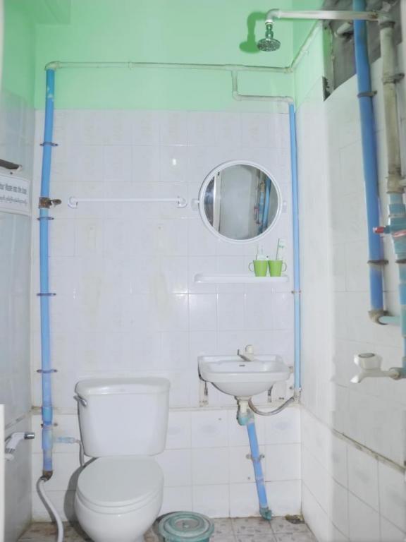 02700-AD-1-Hotel-Shower-02.jpg