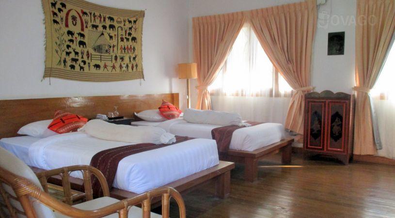 217c4-lawkanat-hotel-room-1.jpg