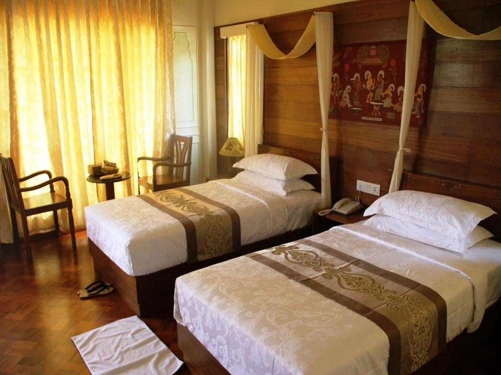 38fbb-gracious-hotel-room2.jpg