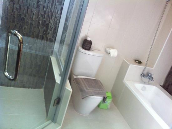 3fbfd-kaday-aung-hotel.Bath.jpg
