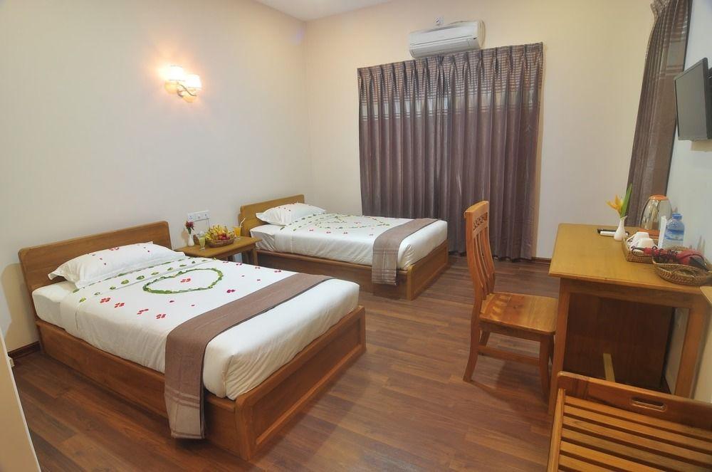 580ee-bagan-emerald-hotel-room-3.JPG