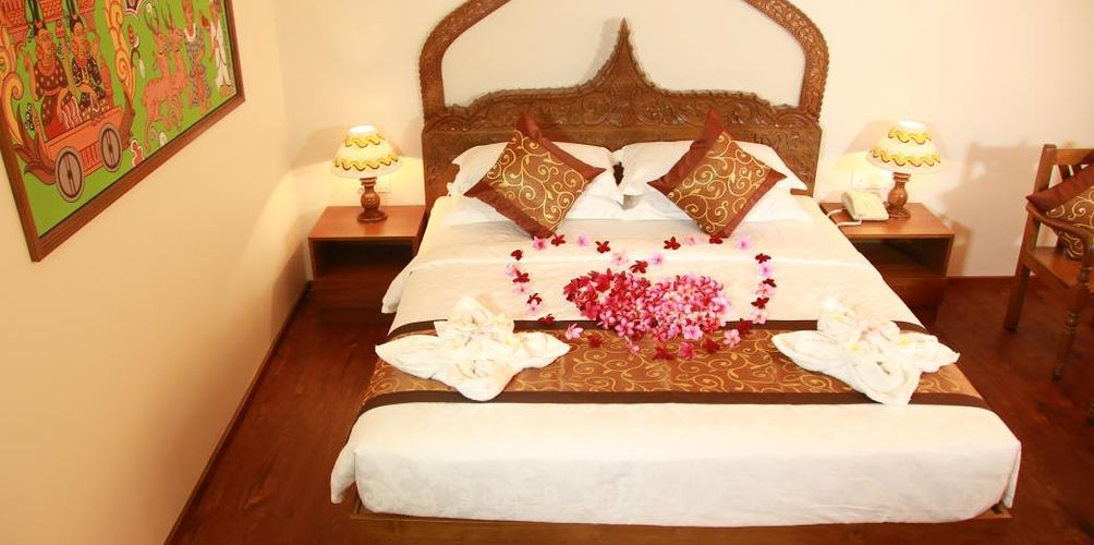 5a383-gracious-hotel-room-3.jpg