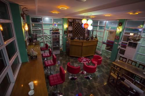 821d1-Hotel-Ye-Myanmar-Bar.jpg