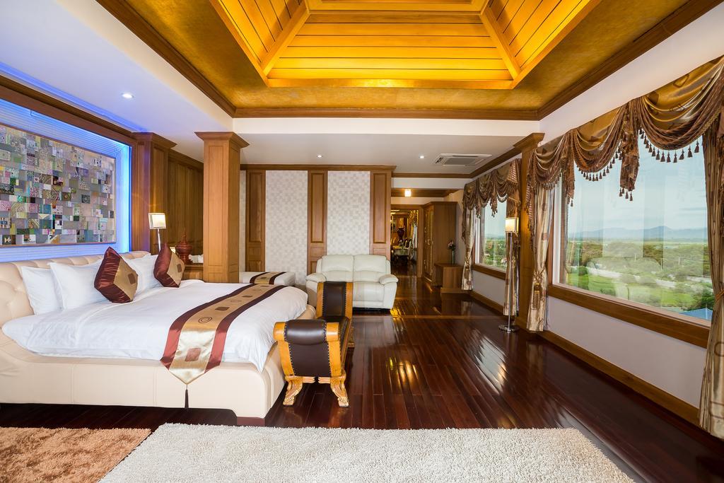 87c0b-Hotel-Shwe-Pyi-Thar-Triple-Room.jpg