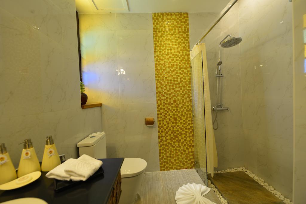 aaead-Hotel-Amazing-Shower.jpg
