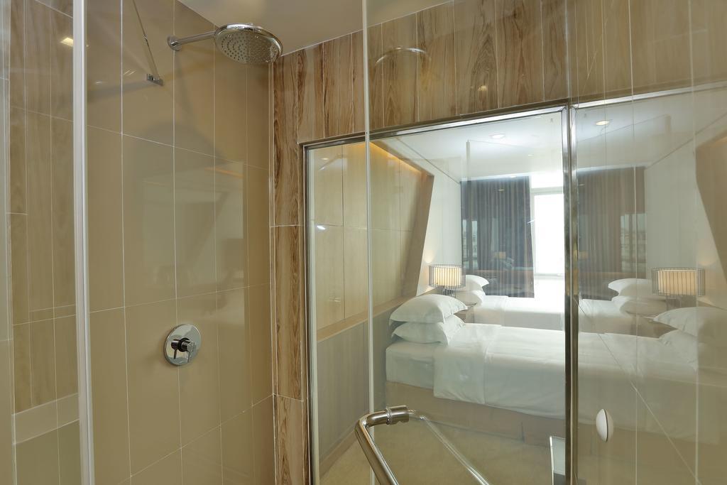 d9dfb-Hotel-78-Shower.jpg