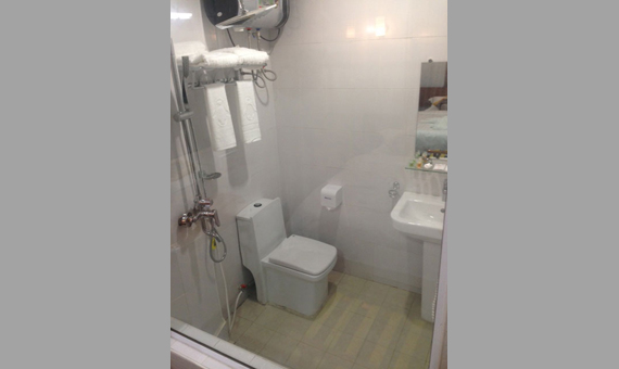 ec44a-Hotel-Ye-Myanmar-Bathroom.jpg