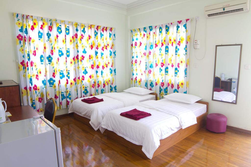 0354e-majesty-hotel-room-1.jpg
