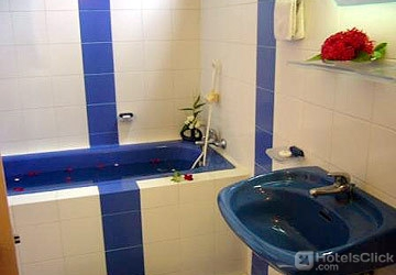 097a2-pacific-hotel-mdl--bathtub.jpg