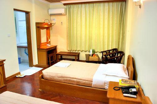 0b548-hotel-queen-room-2.jpg