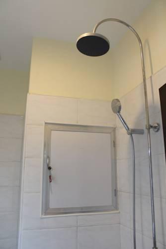 0e3be-Hotel-Mindhama-Shower.jpg
