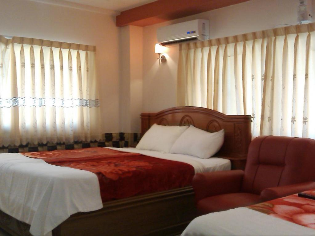 0ee9a-win-sor-31-hotel-room-1.jpg