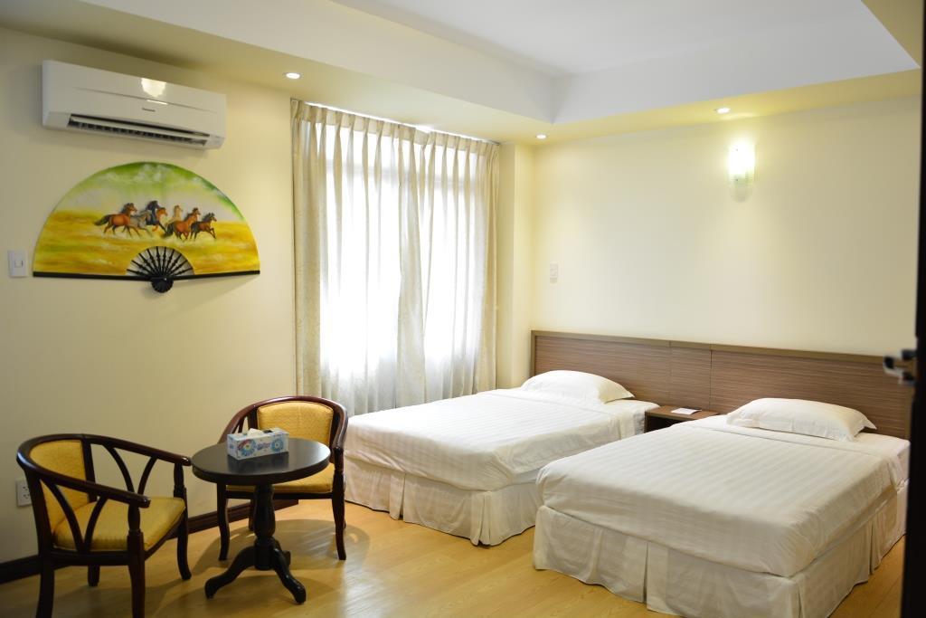 121a9-mr.-lee-hotel-room-1.jpg