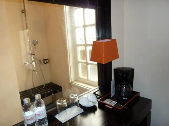 1233e-east-hotel.-Tiny-Table.jpg