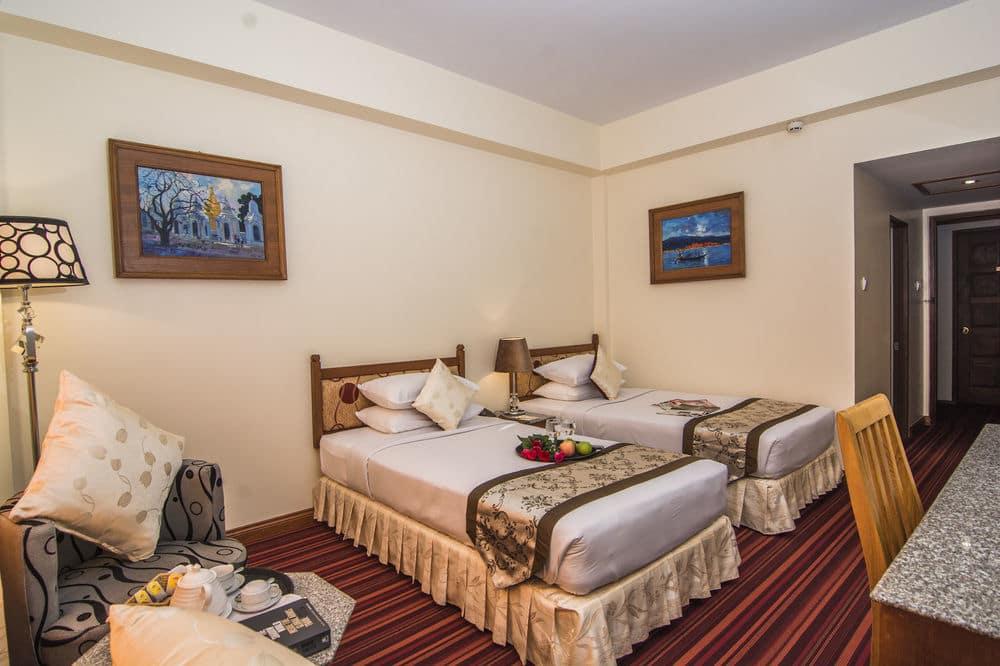 15650-Reno-Hotel-Twin.jpg