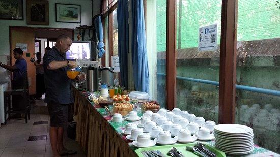 15d88-Mother-Land-Inn-Breakfast.jpg
