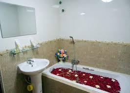 16dbd-hotel-sahara-mdl-bathtub-1.jpg