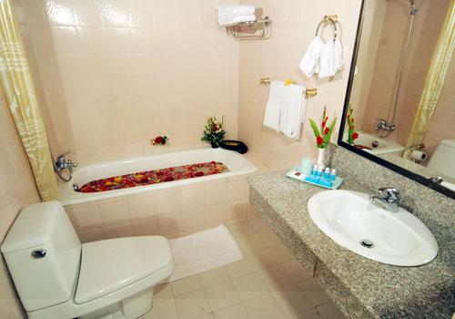 1c60b-Yuzana-Hotel-Yangon-bath-room.jpg