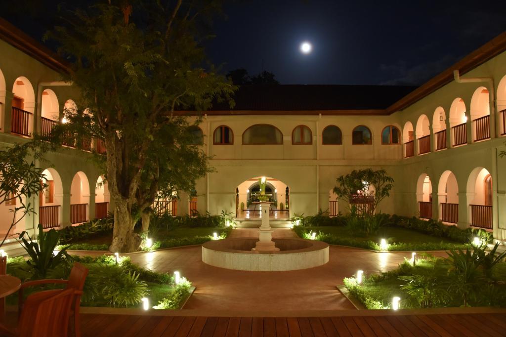 1d7a3-Sanctum-Inle-inner-courtyard.jpg
