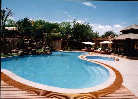 1f6a7-kaday-aung-hotel-Swimming-pool.jpg