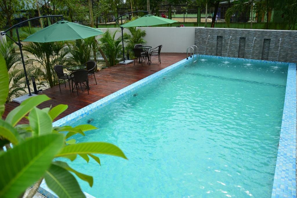 21fc2-Platinum-hotel-Swimming-Pool.jpg