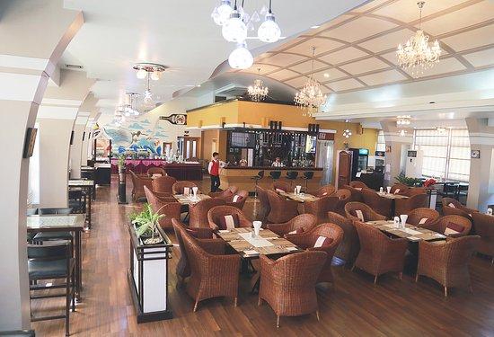 23761-hotel-queen-dining-room.jpg