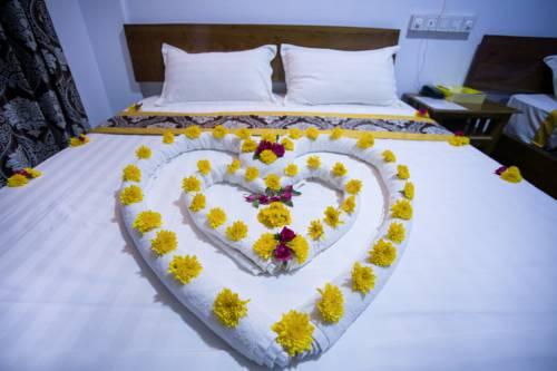 26698-Hotel-Ye-Myanmar-Room-02.jpg