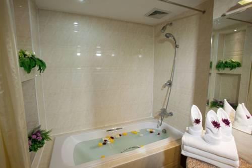2679b-m3-hotel-mdl-bathtub.jpg