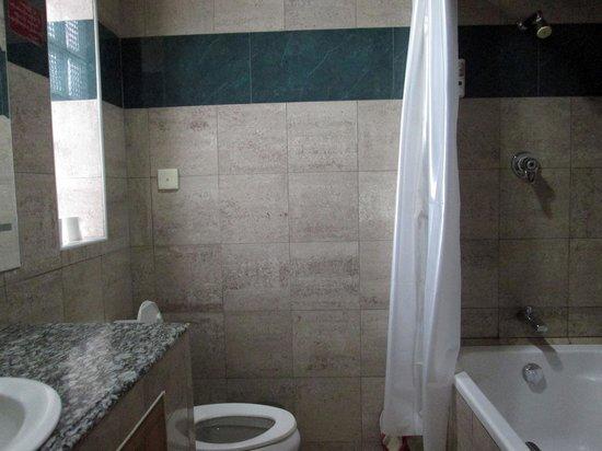 28d8c-myanmar-life-hotel.-Bath-jpg.jpg