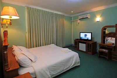 298b4-City-Golf-Resort-Room-1.jpg