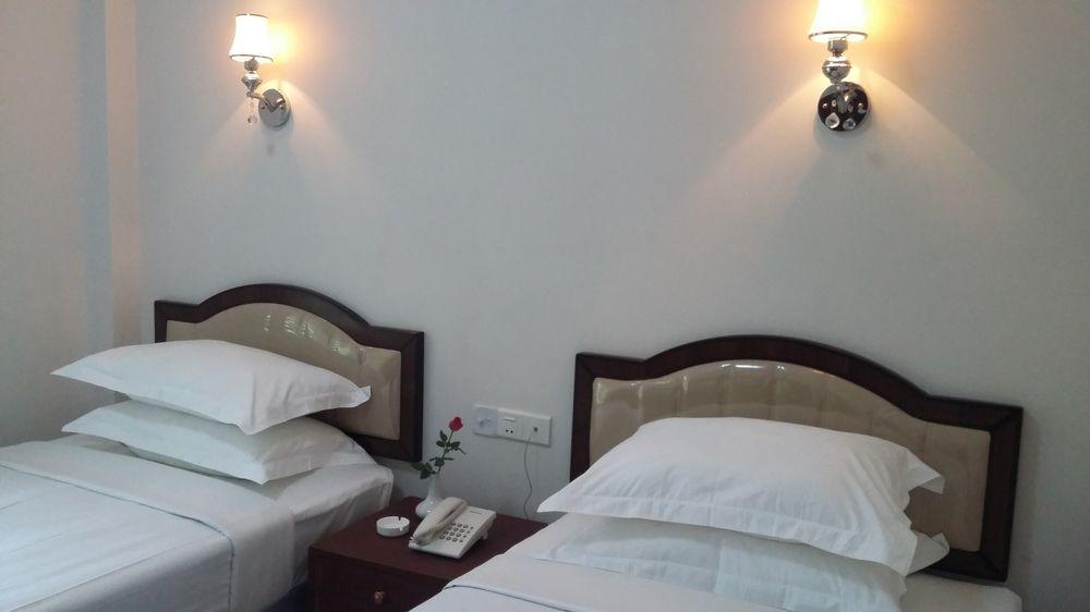 2eae9-Yangon-airport-hotel-room-2.jpg