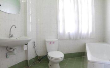 2edf2-Majestry-Bath.jpg
