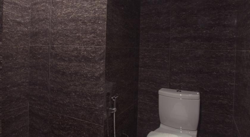 3c398-Hotel-Pyi-Thar-Yar-Shower.jpg