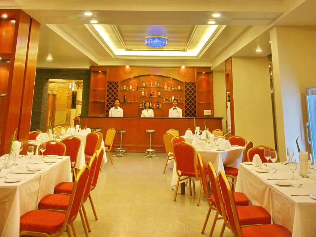 3c443-hotel-queen-bar.jpg