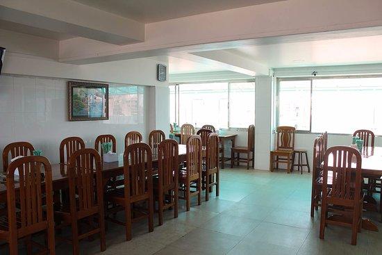 3d40e-daw-htay-hotel-dinning-room.jpg