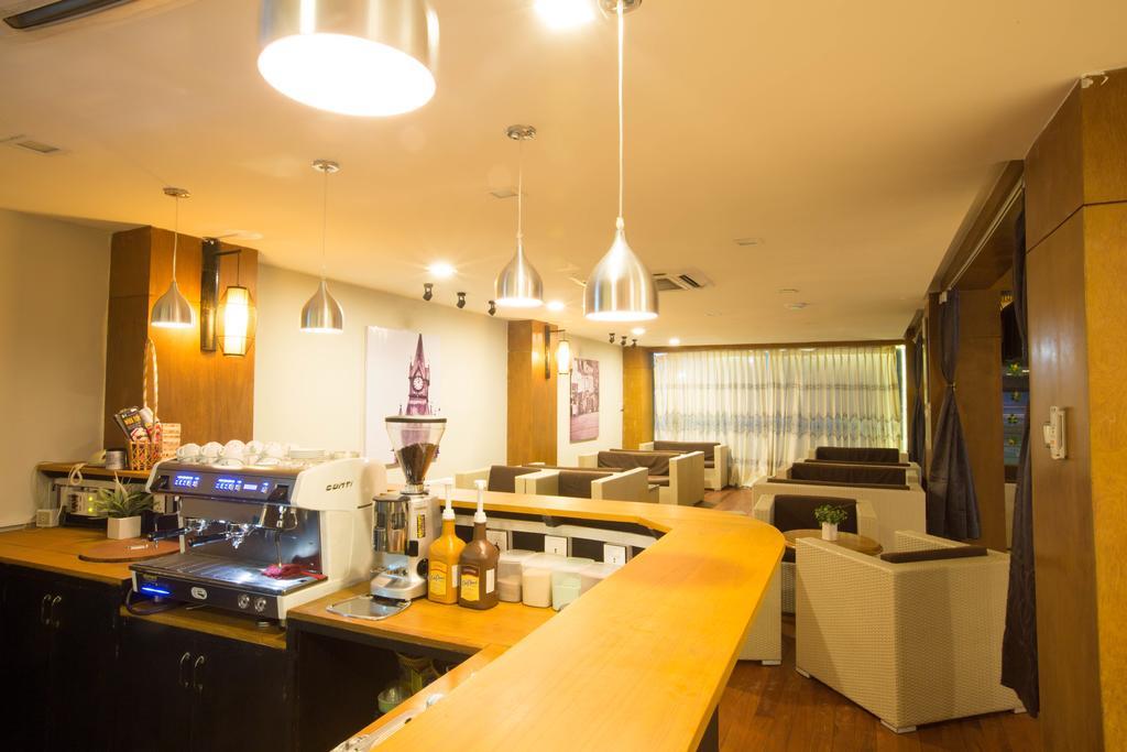 3e5f0-uptown-hotel--dinning-room.jpg