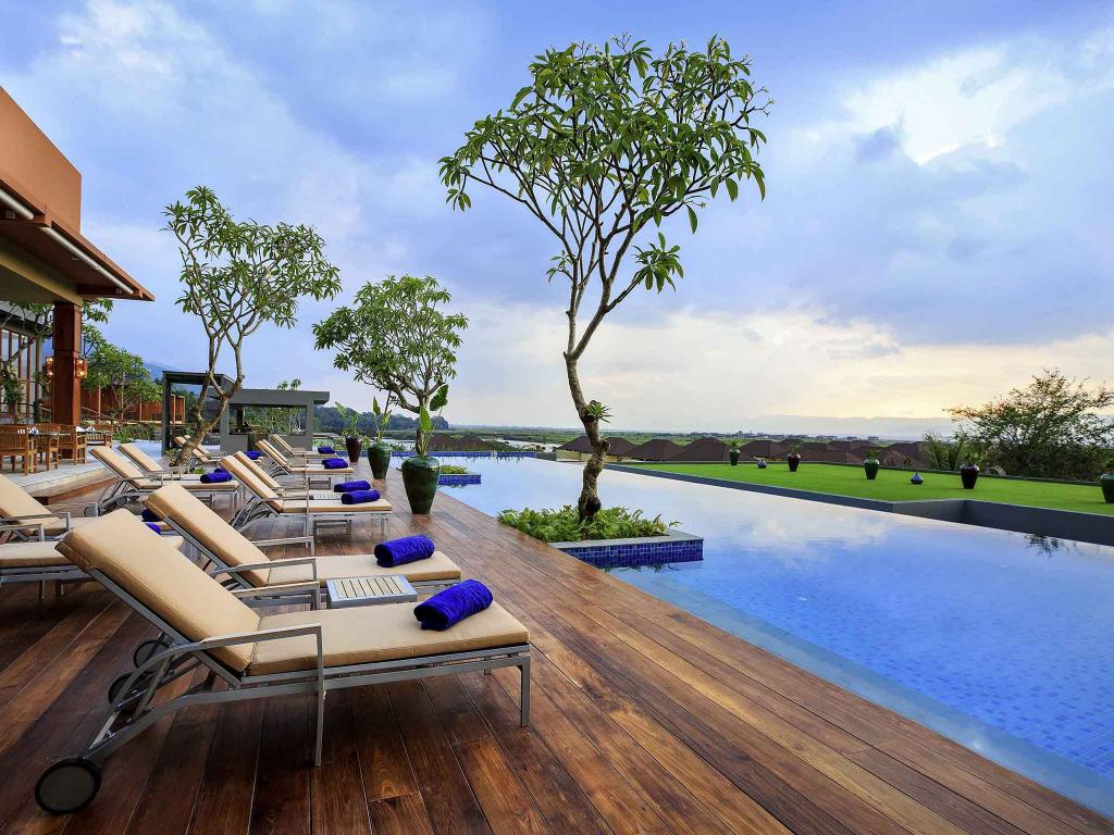 419a0-Novotel-INle-Swimming-View.jpg