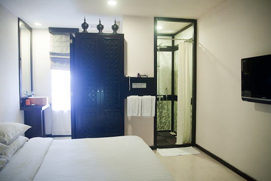 41b54-East-Hotel-DBL-Room.jpg