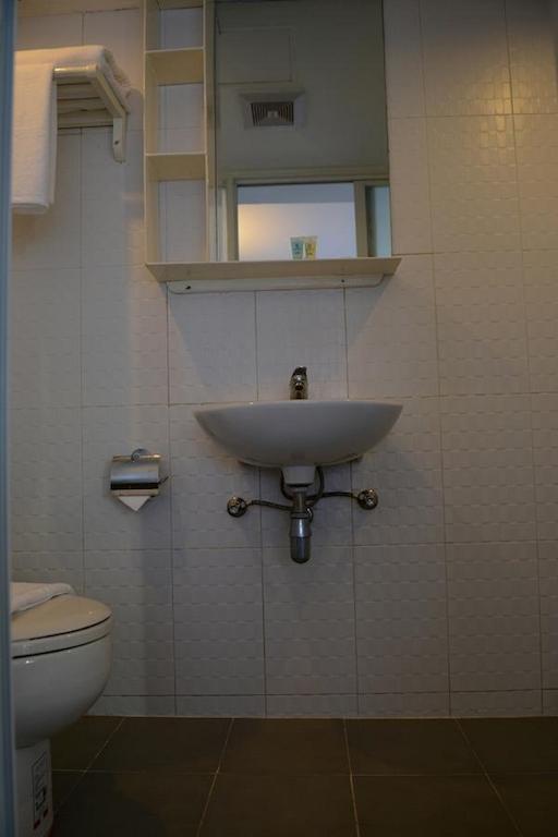 4370e-New-Yangon-Hotel-Shower.jpg