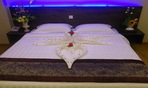 45c5d-hotel-51-room-3.jpg