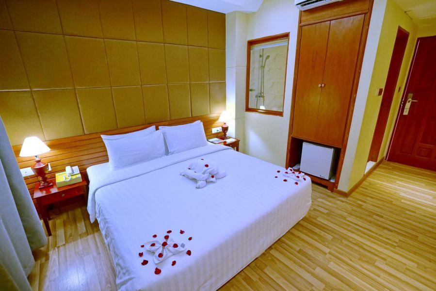 46c1f-oway-grand-hotel-mdl-rooom-1.jpg