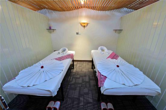 47e22-cherry-hills-hotel-room-1.jpg
