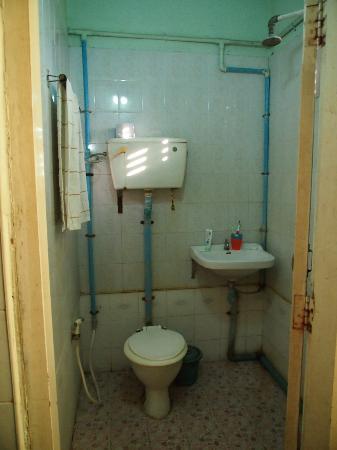 4a7d5-a-d-1-hotel.-Shower.jpg