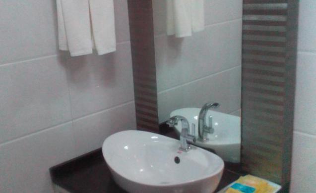 4adfa-Hotel-51-Face-washing.JPEG