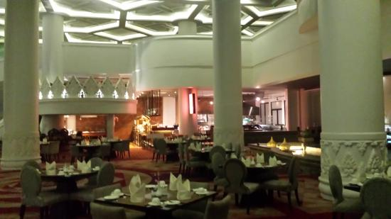 4e781-Rose-Garden-Hotel-Lobbby.jpg