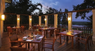 575b3-Sanctum-Inle-Resort-Restaurant-bar1-335x180.jpg