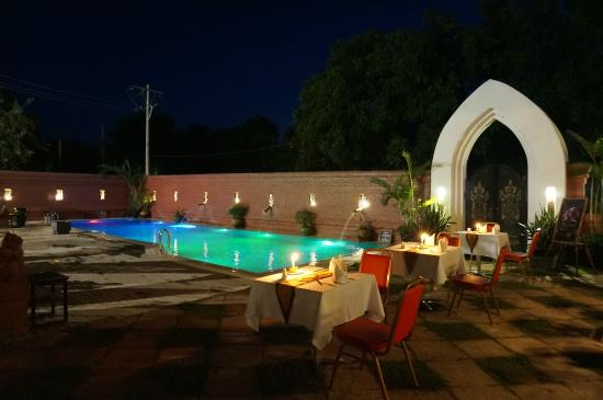 5afc1-zfreeti-hotel-bagan-swimming-pool-2.jpg