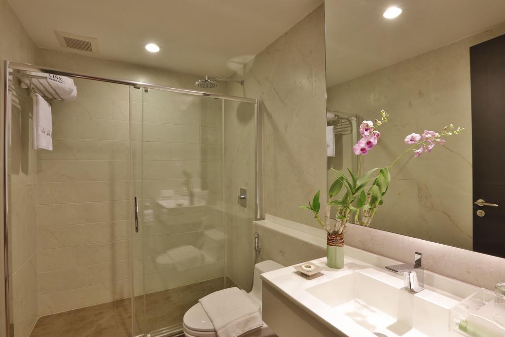 6048b-Hotel-83-Shower.jpg