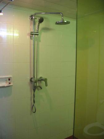 63b3b-shwe-ingyinn-hotel-shower.jpg