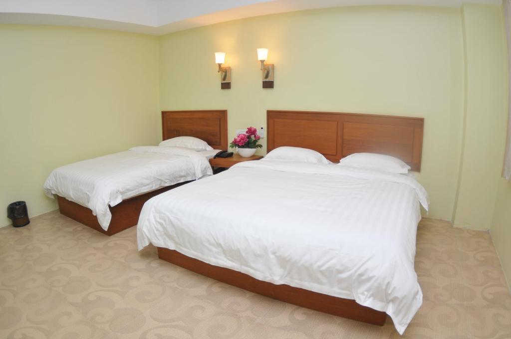 65510-shwe-phyu-hotel-mdl-room-3.jpg